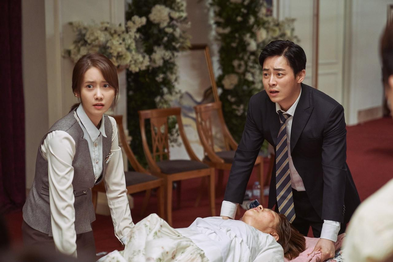 'EXIT': Aksi Menegangkan Jo Jong Suk dan Yoona 'SNSD' di Atap Gedung