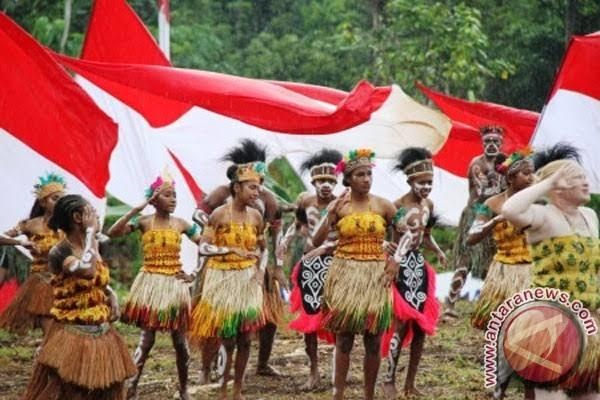 Ciuman Pertama Dengan Orang Papua Dan Pengalaman Hidup Tetangga Dengan Orang Papua