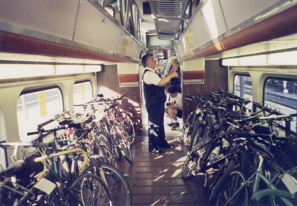 Membawa Sepeda ke dalam Kereta Ada Aturannya Juga Lho