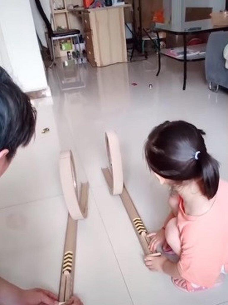 Permainan Unik Dari Kardus Cegah Anak Kecanduan Gadget