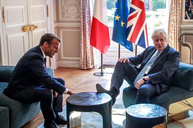 Perdana Menteri Ini Taruh Kakinya Di Atas Meja Ketika Pertemuan Resmi dengan Presiden