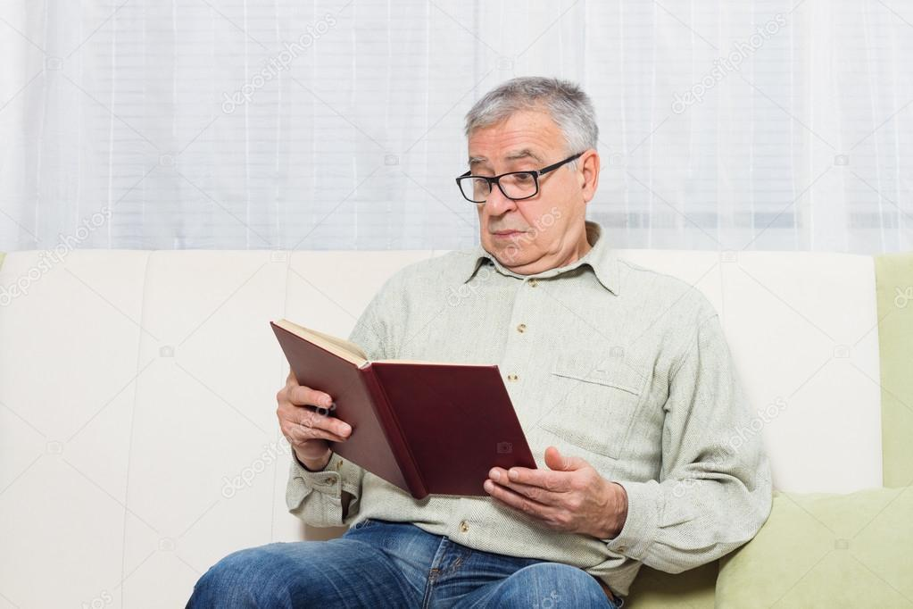 Suka Baca Nggak, Gan? Ini Dia 5 Manfaat Membaca Buku Setiap Hari