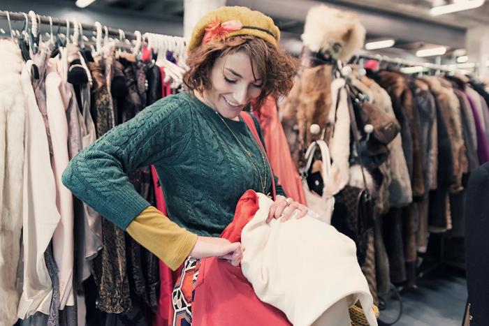Tips dalam Melakukan Thrift Shopping. Lebih seru bila bersama dengan teman-teman