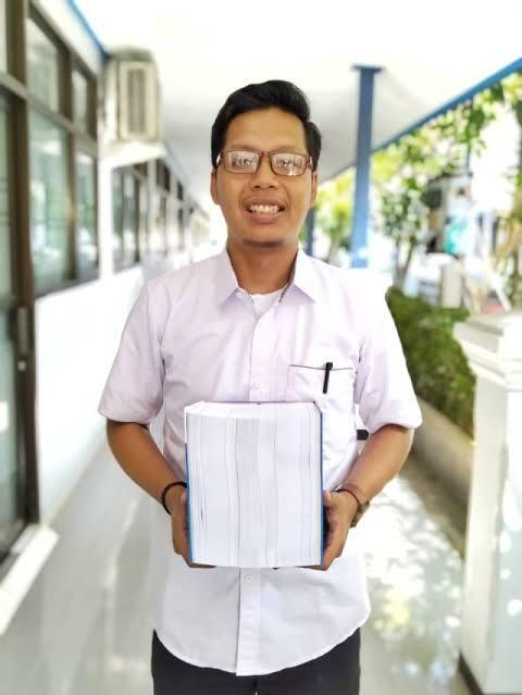 HOT! Berikut Fakta Unik, Ini Dia Beberapa Skripsi Tebal di Indonesia