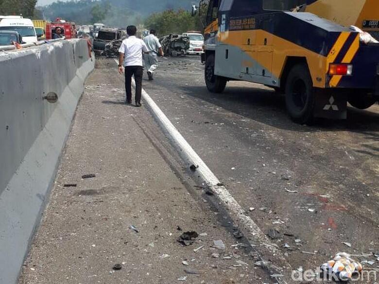 [BREAKING] Kecelakaan Beruntun di Tol Cipularang, Arah Jakarta Macet