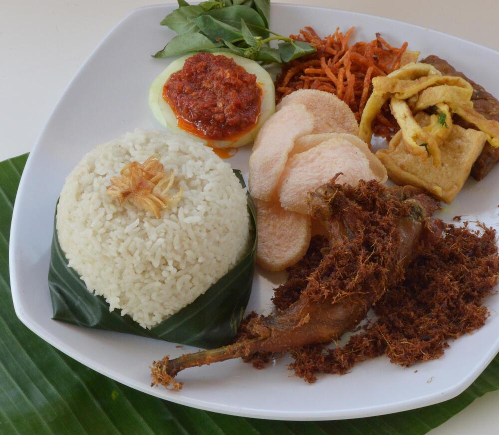 10 Tempat Nasi Uduk Betawi di Jakarta Selatan Yang Rasanya Bikin Khilaf