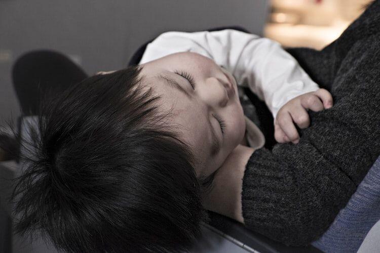 Sibuk Bekerja? Jadikan Momen Sebelum Anakmu Tidur Sebagai Quality Time Bersama Anak!