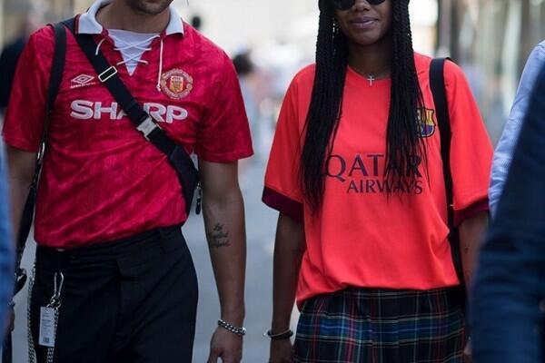 Sista Tetap Bisa Tampil Stylish dengan Menggunakan Baju Bola Kok!