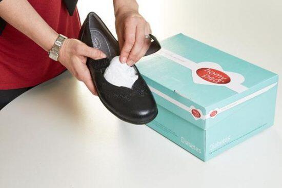 Jangan Dulu Dibuang, Kertas Pengganjal Sepatu Ini Ada Manfaatnya!