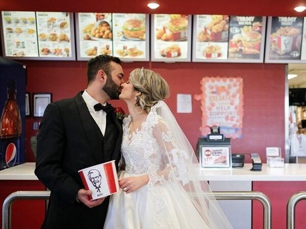 KFC Australia Adakan Pesta Pernikahan Untuk Para Pecinta Ayam Terpilih