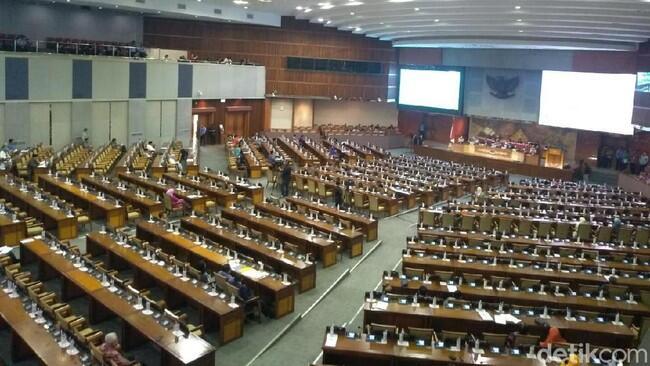MIRISS.!!!Paripurna Pengesahan RUU KPK Hanya Dihadiri 80 Anggota DPR