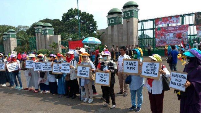 Massa Gerakan 20 September Mulai Memadati Depan Gedung DPR
