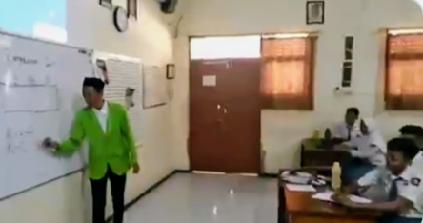 Receh Abis! Guru Santuy Joged Ala Tiktok Saat Jam Pelajaran