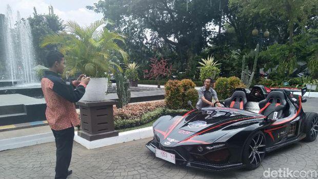 Mobil Listrik Lowo Ireng ikut Meramaikan Konvoi Penyambutan Formula E 2020, Keren Gan
