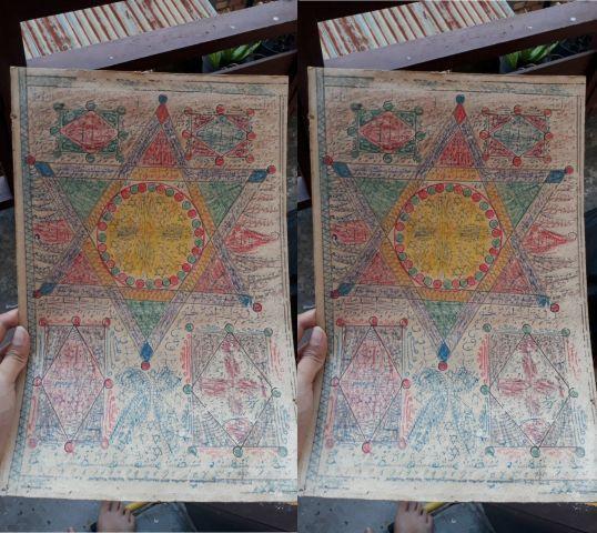 Wanita Ini Menemukan Kertas Dengan Motif Tulisan Aneh, Ada Yang Bilang Jimat Rajah