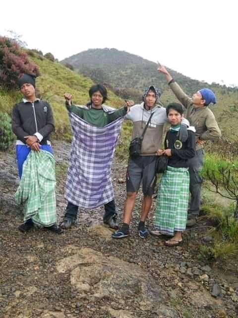 Puncak Wadhal Gunung Lawu, Tragedi untuk 109 Santri (True Story)