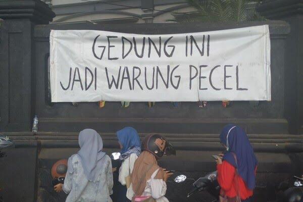 Spanduk Demo Mahasiswa Malang