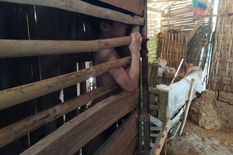 Viral! Bocah 12 Tahun Dikurung di Kandang Ayam, Bahkan Pernah Dikubur Separuh Badan!