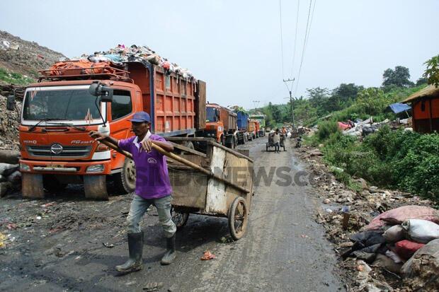 Kekurangan Armada Truk, Ribuan Ton Sampah di Kabupaten Bekasi Tercecer