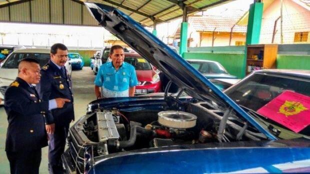 Bea Cukai Kalbagbar Terima Limpahan 6 Unit Mobil Sport Ilegal dari Polda Kalbar