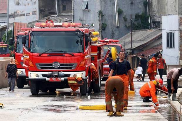 Sudin Sosial Jakbar Salurkan Bantuan Sementara untuk Korban Kebakaran