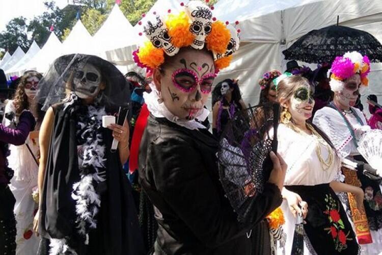 Halloween Kita Sukses Jangan Lupakan Beberapa Orang Ini Ya Gan