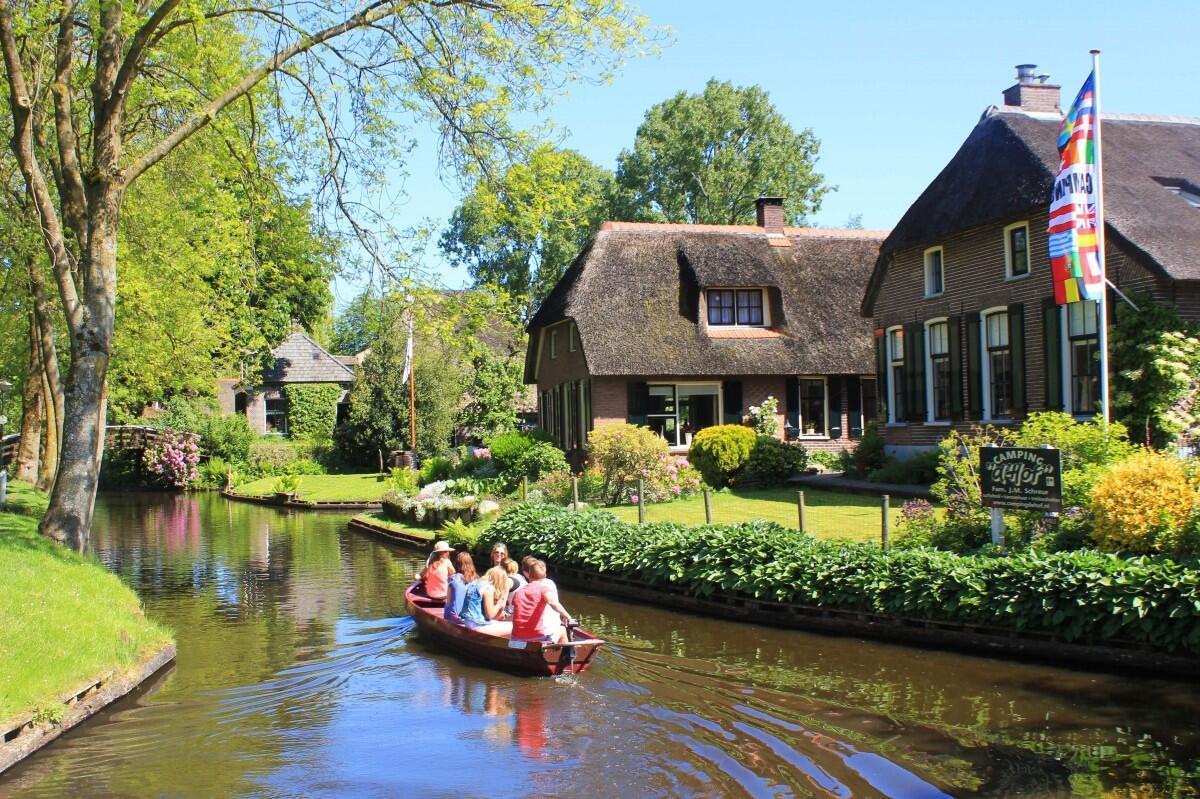 Indahnya Desa Giethoorn, Sunyi Tanpa Jalanan dan Kendaraan Bermotor