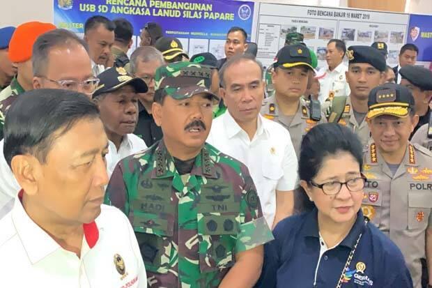 TNI Kerahkan Pesawat Hercules dan Helikopter, Angkut Pengungsi Kembali ke Wamena