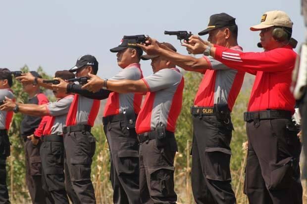 Ratusan Personel Polres Demak Latihan Menembak di Kodim 0716