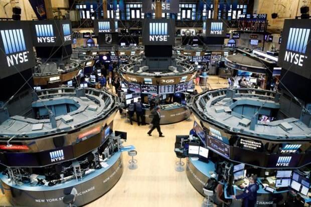 Wall Street Turun Tajam Saat AS Berlakukan Pembatasan Visa Bagi Pejabat China
