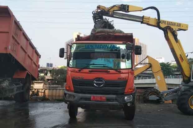 322 Meter Kubik Sampah Kiriman di Manggarai Dibawa ke Bantargebang