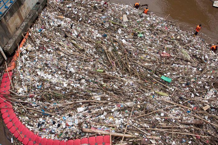 Hujan sejenak sampah melimpah
