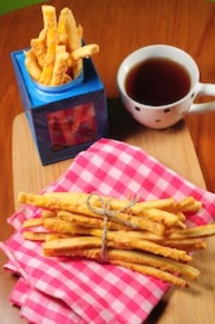 Resep Baru Membuat Keripik Bawang dan Stick Keju yang Benar