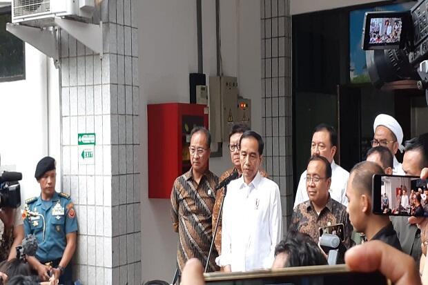 Jokowi Perintahkan Kapolri-Kepala BIN Tindak Tegas Pelaku Penusukan