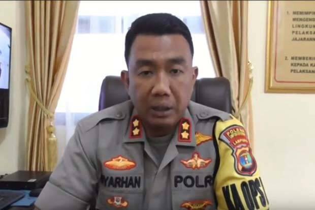 Warga Temukan Mayat Pria Bersenjata Keris Mengapung di Bendungan