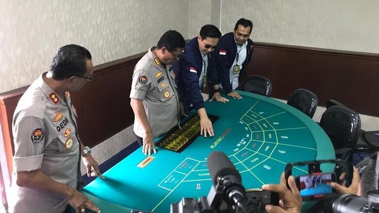 Detik-Detik Penggerebekan Kasino di Apartemen Robinson, Jakarta Utara