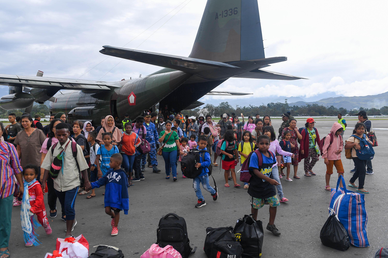 TNI Kerahkan Hercules dan Helikopter Angkut Pengungsi Kembali ke Wamena