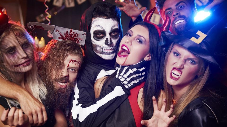 Party Halloween Bersama Teman-Teman