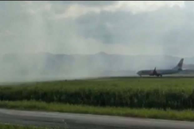 1,5 Ha Lahan Bandara Haluoleo Terbakar, Penerbangan Terganggu
