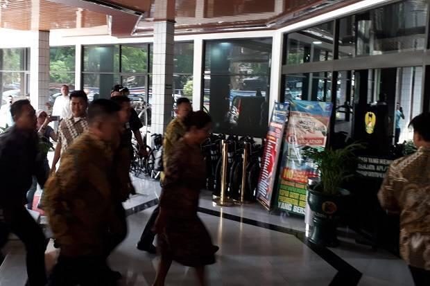 Datang Tanpa Pengamanan Ketat, Susi Pudjiastuti Jenguk Wiranto di RSPAD