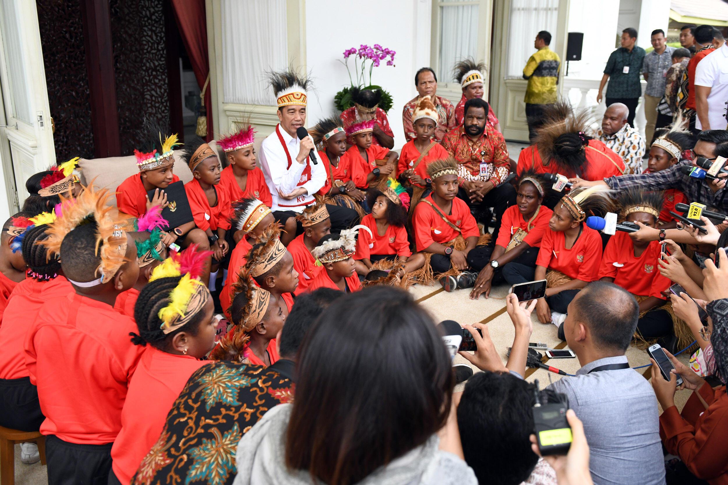 Momen Bahagia Pertemuan Presiden dengan Siswa SD Jayapura dan Asmat