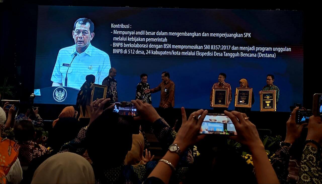 Kepala BNPB Terima Medali Tokoh Standarisasi Nasional 2019