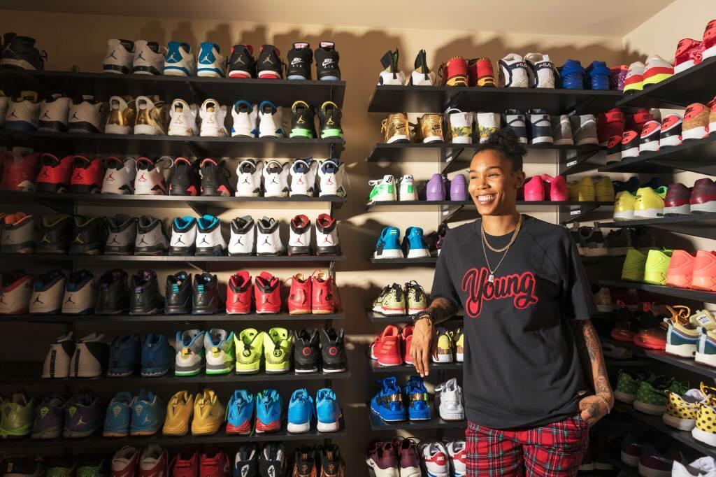 Ngintipin Koleksi Sepatu dari si Ratunya Sneakers, Keren Gan!