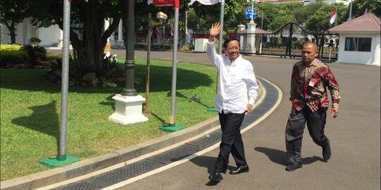 Berkemeja Putih, Mahfud MD Merapat ke Istana Jelang Pengumuman Menteri