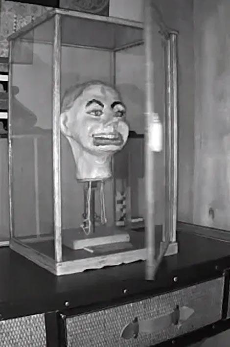 Horor Terbaru Gan, Terekam CCTV Boneka Kepala Ini Terekam Bergerak Sendiri?
