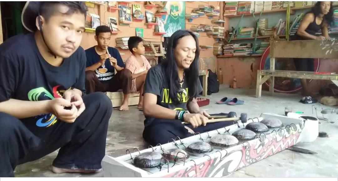 CITOK Alat Musik Unik Terbuat Dari Batok Kelapa