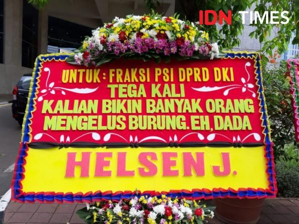 FOTO: Usai Ramai Lem Aibon, Karangan Bunga untuk PSI Penuhi DPRD DKI
