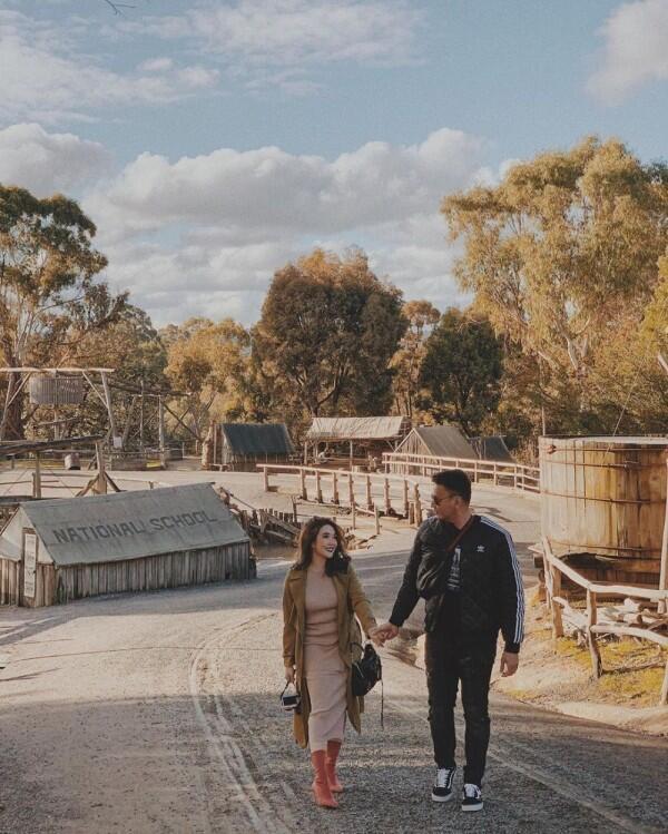 9 Ide OOTD Couple ala Gisel & Wijin, Kompak dalam Berbagai Gaya