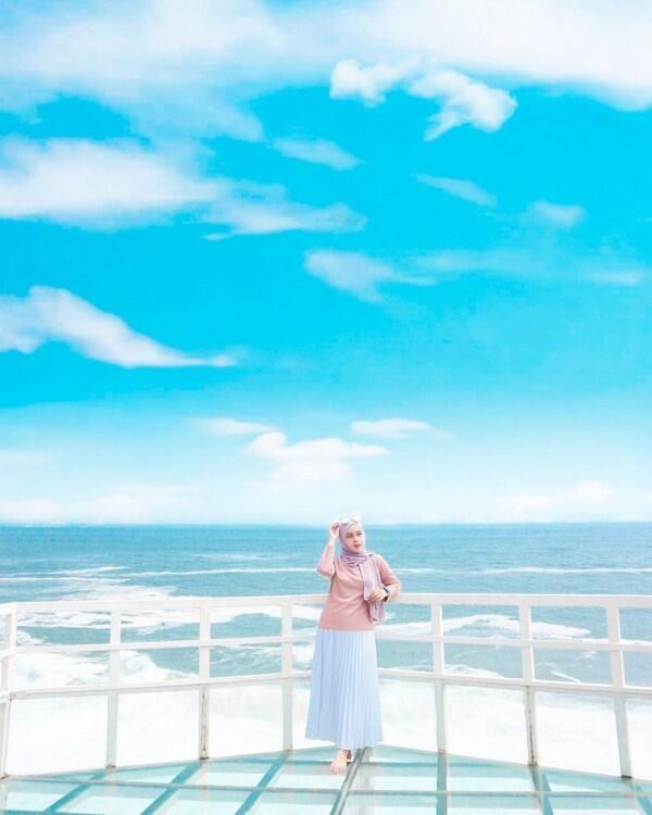 Spot Foto yang Unik, Ini 6 Potret Pantai Teras Kaca di Yogyakarta
