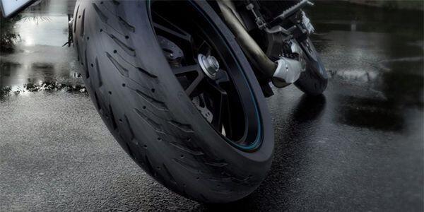 Wajib Tahu! 5 Hal yang Perlu Disiapkan Pengendara Motor di Musim Hujan